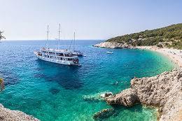 Chorvatská dovolená: Prázdné pláže, s rouškou do supermarketu
